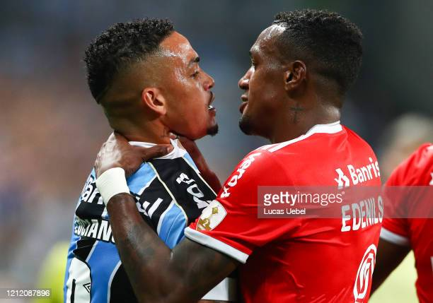 Luciano of Gremio and Edenilson of Internacional argue during the match for the Copa CONMEBOL Libertadores 2020 at Arena do Gremio on March 12, 2020...