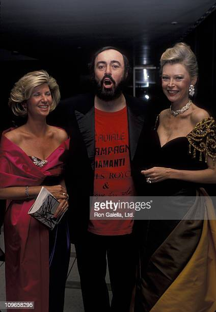 Luciano Pavarotti and guests during Pavoratti La Festa Romana January 9 1989 at Lincoln Center in New York City New York United States