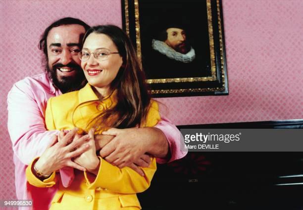 Luciano Pavarotti et Nicoletta Mantovani en novembre 1997 à naples, Italie.