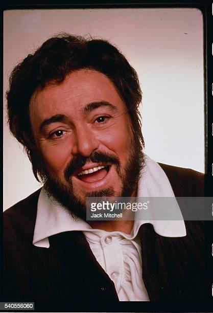 Luciano Pavarotti Singing