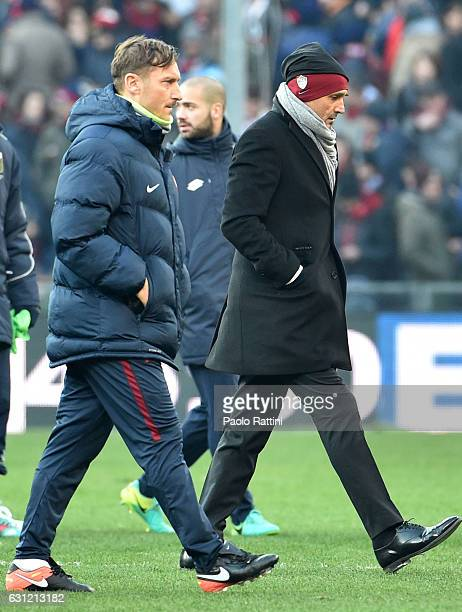Luciano Spalletti and Francesco Totti of Roma at the end of first time during the Serie A match between Genoa CFC and AS Roma at Stadio Luigi...