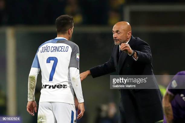 Luciano Spalletti head coach of FC Internazionale gestures during the serie A match between ACF Fiorentina and FC Internazionale at Stadio Artemio...