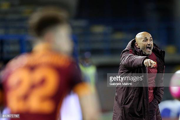 Luciano Spalletti manager of AS Roma gives instructions during the Serie A match between Empoli FC and AS Roma at Stadio Carlo Castellani on February...