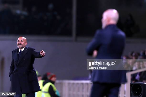 Luciano Spalletti manager of FC Internazionale gestures during the serie A match between ACF Fiorentina and FC Internazionale at Stadio Artemio...