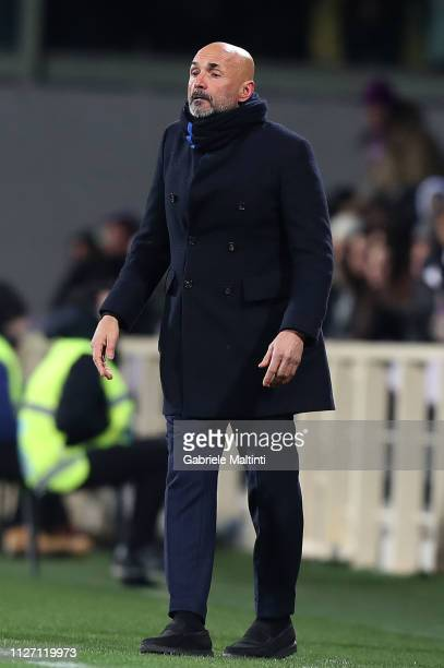 Luciano Spalletti manager of FC Internazionale looks on during the Serie A match between ACF Fiorentina and FC Internazionale at Stadio Artemio...