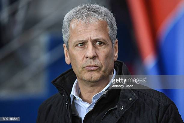 Lucien Favre coach of Nice during the French Ligue 1 match between Paris Saint Germain and Nice at Parc des Princes on December 11 2016 in Paris...