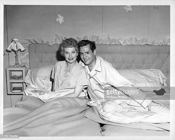 Lucille Ball and Desi Arnaz in bed in pilot episode of television series 'I Love Lucy', 1951.