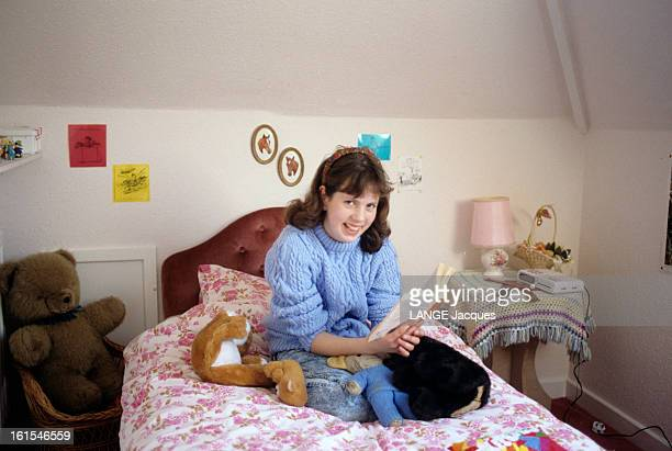 Lucinda Bayley A 12 Years Old Young English Has An Iq Of 175 Or 75 Points Above The Average Avril 1990 au ROYAUMEUNI Lucinda BAYLEY chez elle dans sa...
