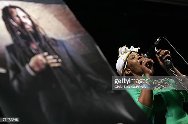 Lucky Dube's band perform 24 October 2007 on stage during a memorial service at the Bassline music club in downtown Johannesburg for South African...