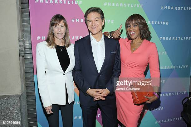 Lucy Kaylin Mehmet Oz and Gayle King attend the Hearst launch of HearstLive a multimedia news installation at 57th Street 8th Avenue on September 27...