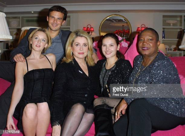Ludivine Sagnier director Francois Ozon Catherine Deneuve Virginie Ledoyen and Firmine Richard at the promotion for the movie '8 Women' at the St...