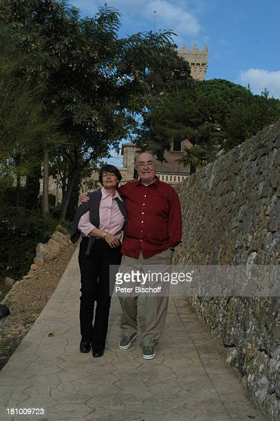 Ludwig Haas, Ehefrau Marianne, Urlaub, Andratx/ Insel Mallorca / Spanien/ Europa, , Mittelmeer, Spaziergang, Spazierengehen, Frau, Schauspieler,...