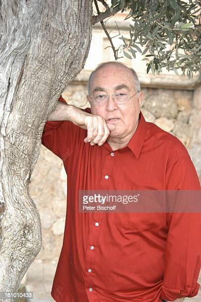 Ludwig Haas, Urlaub, Andratx/ Insel Mallorca / Spanien/ Europa, , Mittelmeer, Baum, Schauspieler, Promis, Prominente, Prominenter,
