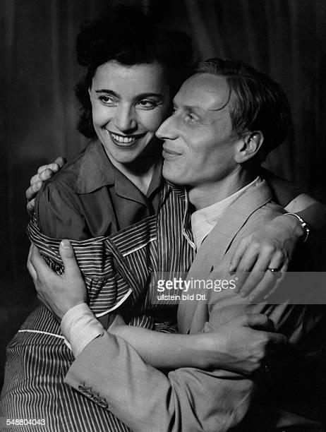 Lueders Guenther Actor Germany * with Ilse Lennartz in the comedy 'Philine' by Hanns Roesler 30er Jahre Photographer Charlotte Willott undated...
