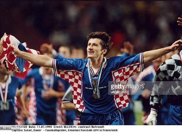 Sportler Fussball KroatienFussballWM in Frankreich Spiel um Platz3 in Paris Niederlande Kroatien 12 läuft mit ausgebreiteten Armen und der...
