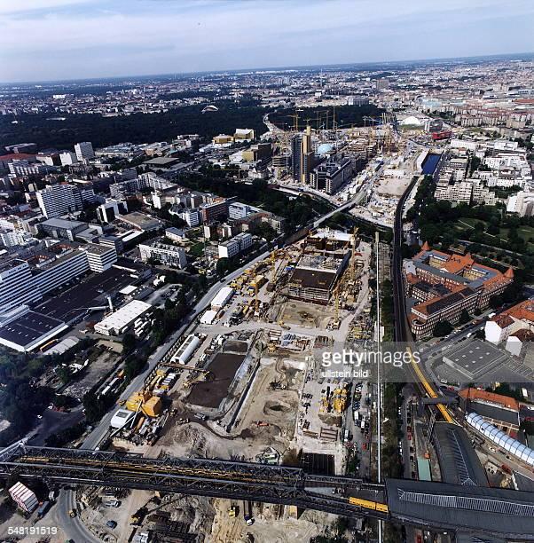 Luftaufnahme: Bahntunnel Bau 'Los 3' der Deutsche Bahn Knoten Berlin GmbH. Vom Bahnhof Gleisdreieck verläuft der Tunnel in Richtung Bahnhof Potsdamer...