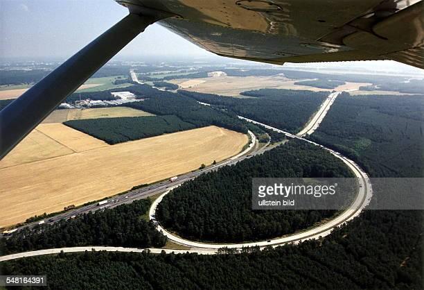 Luftaufnahme des Autobahndreiecks Drewitz bei Berlin Juli 1999
