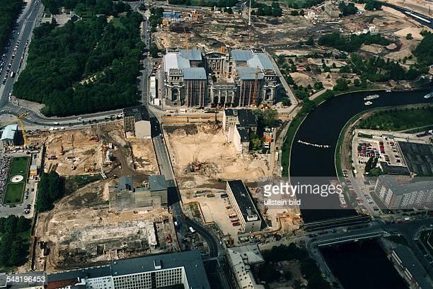 Luftaufnahme des zukünftigen Regierungsviertels rund um den Reichstag - 1996