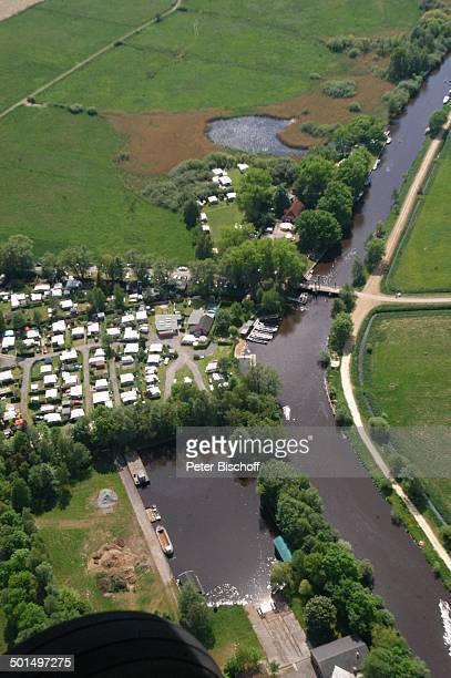 Luftaufnahme vom Campingplatz und Zugbrücke am Fluss Hamme in Hammeniederung Neu Helgoland Worpswede Teufelsmoor Niedersachsen Deutschland Europa...