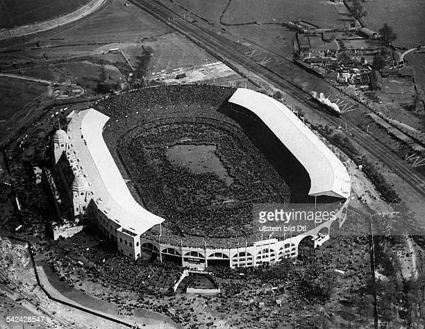 Luftaufnahme vom Wembleystadion nach demEnde des englischen Fussball PokalFinales dem laut Bildbeschriftung fast200000 Zuschauer beiwohnten...