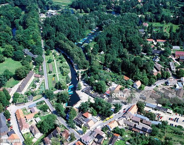 Luftaufnahme von Lübbenau mit derAnlegestelle für die Ausflugskähne - 1998