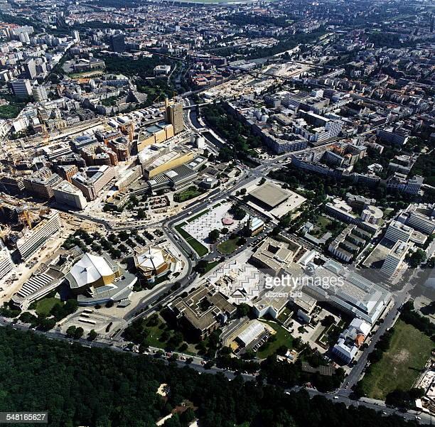 Luftaufnahme von rechts im Uhrzeigersinn Potsdamer Brücke Neue Nationalgalerie StMatthäusKirche Gemäldegalerie Kupferstichkabinett und...