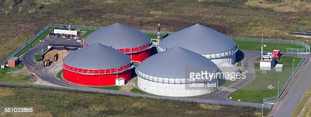 Luftbild der Biogasanlage in Bergen auf der Insel Ruegen Diese Kleingewaesser in offener Landschaft sind typisch fuer GrundmoraenenLandschaften