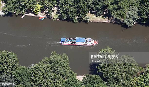 Luftbild Luftaufnahme Ansicht Halle Saale Sachsen Anhalt Saale, Peißnitz Peissnitz Saale Schiff Freizeit Saaleschifffahrt