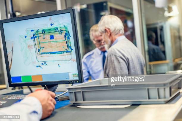 luggage scanner at the airport - security scanner stock pictures, royalty-free photos & images