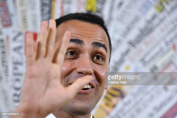 Luigi Di Maio leader of the Five Star Movement gestures during a meeting with foreign press on March 13 2018 in Rome / AFP PHOTO / Tiziana FABI