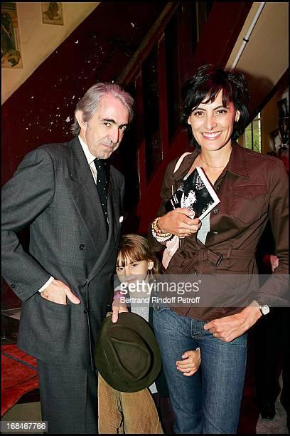 Luigi D'Urso Ines De La Fressange and their daughter Violette at Booksigning Of Paquita Paquin's Vingt Ans Sans Dormir