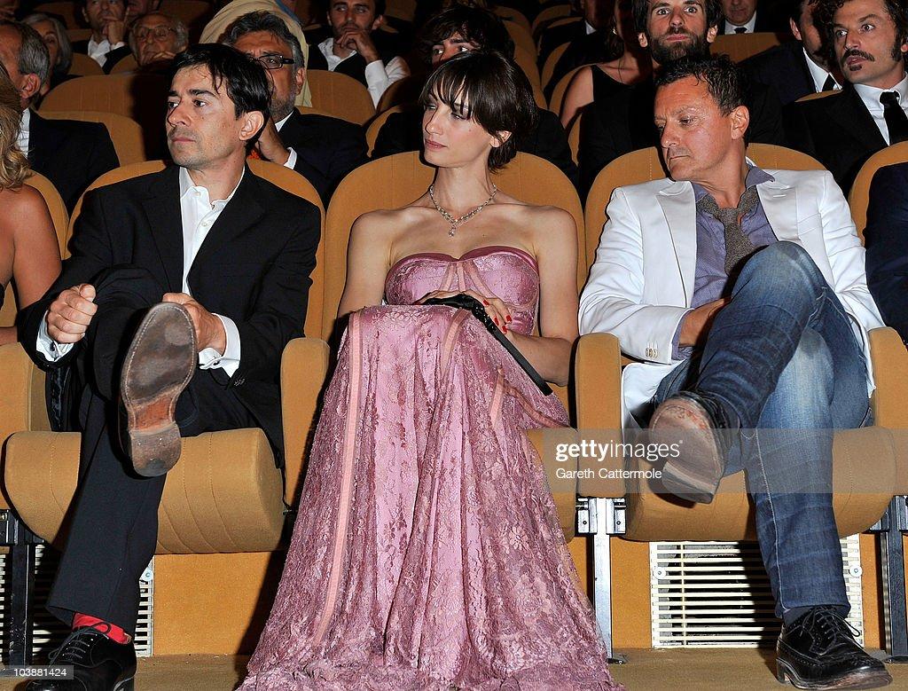 Luigi Lo Cascio (L) and actress Francesca Inaudi (C) attend the 'Noi Credevamo' premiere during the 67th Venice Film Festival at the Sala Grande Palazzo Del Cinema on September 7, 2010 in Venice, Italy.