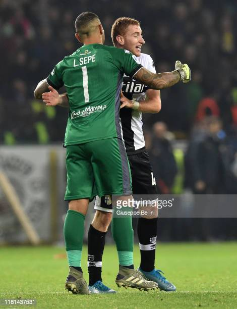 Luigi Sepe and Dejan Kulusevski of Parma Calcio celebrate the victory after the Serie A match between Parma Calcio and AS Roma at Stadio Ennio...
