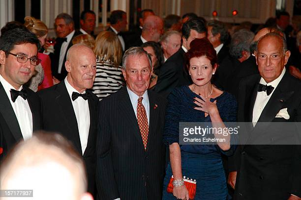 Luis A. Ubinas, Baron of Thames Bank Norman R. Foster, New York City Mayor Michael Bloomberg, Lady Foster of Thames Bank Elena Ochoa and Oscar de la...