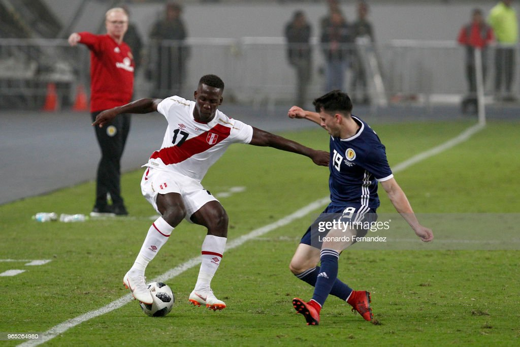 Luis Advincula of Peru fights for the ball with Lewis Morgan of Scotland during the international friendly match between Peru and Scotland at Estadio Nacional de Lima on May 29, 2018 in Lima, Peru.