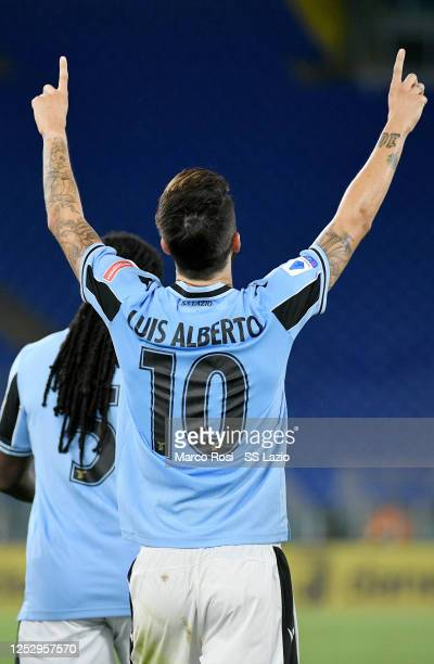 Luis Alberto of SS Lazio celebrate a second goal with his team mates during the Serie A match between SS Lazio and ACF Fiorentina at Stadio Olimpico...