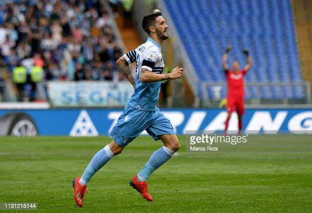 Luis Alberto of SS Lazio celebrates a third goal with his team mates during the Serie A match between SS Lazio and Parma Calcio at Stadio Olimpico on...