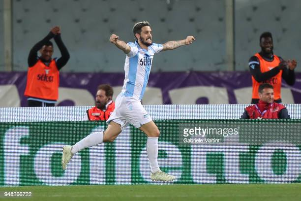 Luis Alberto of SS Lazio celebrates after scoring a goal during the serie A match between ACF Fiorentina and SS Lazio at Stadio Artemio Franchi on...