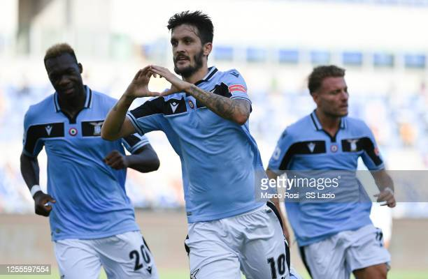 Luis Alberto of SS Lazio celebrates after scoring the opening goal with teammates during the Serie A match between SS Lazio and US Sassuolo at Stadio...