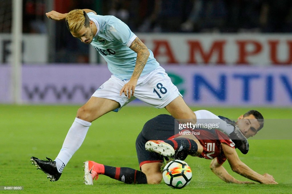 Luis Alberto of SS Lazio compete for the ball with Federico Ricci of Genoa CFC during the Serie A match between Genoa CFC and SS Lazio at Stadio Luigi Ferraris on September 17, 2017 in Genoa, Italy.