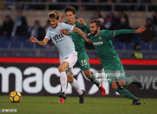 Luis Alberto of SS Lazio competes for the ball with German Pezzella of ACF Fiorentina during the Serie A match between SS Lazio and ACF Fiorentina at...
