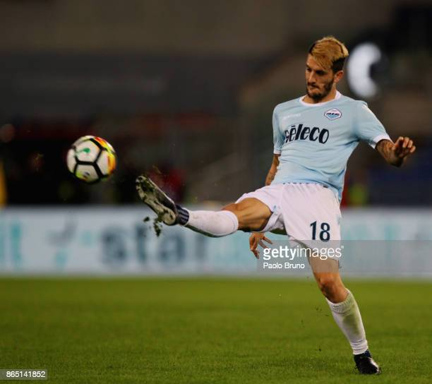 Luis Alberto of SS Lazio in action during the Serie A match between SS Lazio and Cagliari Calcio at Stadio Olimpico on October 22 2017 in Rome Italy