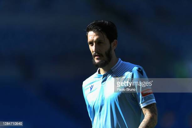 Luis Alberto of SS Lazio looks on during the Serie A match between SS Lazio and Juventus at Stadio Olimpico on November 8, 2020 in Rome, Italy.