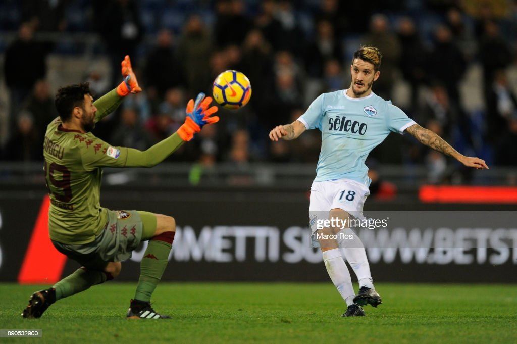 Luis Alberto of SS Lazio scores a frist goal during the Serie A match between SS Lazio and Torino FC at Stadio Olimpico on December 11, 2017 in Rome, Italy.