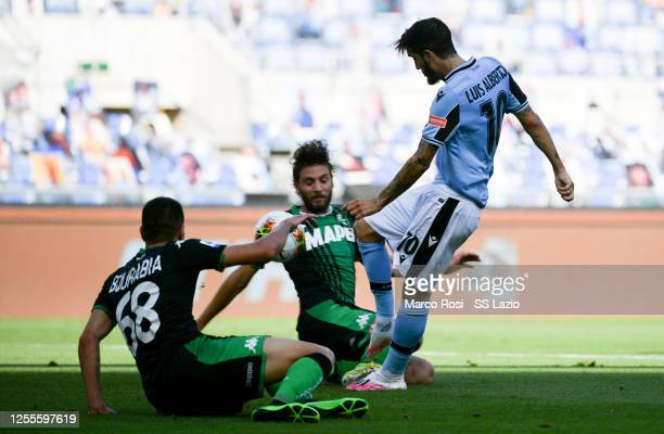 Luis Alberto of SS Lazio scores a opening goal during the Serie A match between SS Lazio and US Sassuolo at Stadio Olimpico on July 11, 2020 in Rome,...