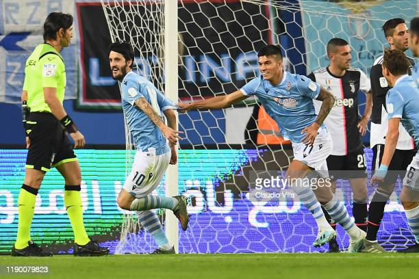 Luis Alberto Romero Alconchel of SS Lazio celebrates with his teammates after scoring the opening goal of the Italian Supercup match between Juventus...