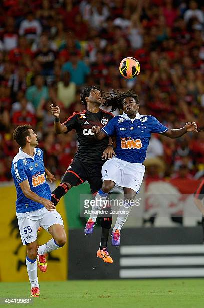 Luis Antonio of Flamengo fights for the ball with Tinga and Leandro Guerreiro of Cruzeiro during the match between Flamengo and Cruzeiro for the...