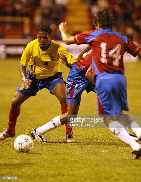 Luis Antonio Valencia from Ecuador fights for the ball with Costa Rican Cristian Badilla and Junior Diaz 16 February 2005 at the Eladio Rosabal...