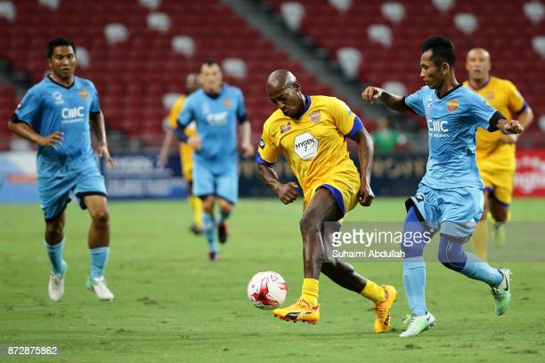 Luis Boa Morte of Arsenal Masters dribbles Dalis Supait of Singapore Masters during the Battle of the Masters at National Stadium on November 11,...