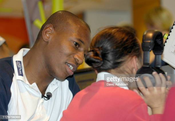 Luis Boa Morte of West Ham FC with kids from newham. 30/1/2008.